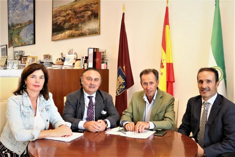 El Colegio de Dentistas de Cádiz y el Ayuntamiento de Chiclana adquieren un compromiso por la mejora de la profesión