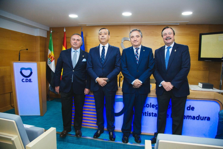 Nuestro presidente, en la inauguración de la sede del Colegio de Extremadura