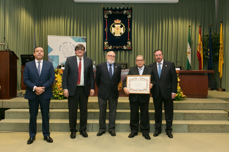 El doctor Ángel Rodríguez Brioso, reconocido como Colegiado de Honor del Colegio de Dentistas de Sevilla