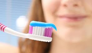 Un 40% de los andaluces no se cepillan los dientes después de comer fuera de casa