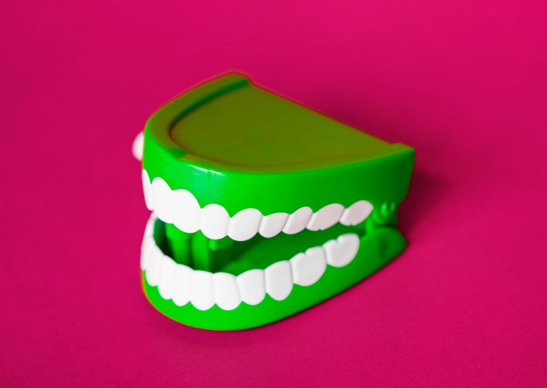 El blanqueamiento dental siempre debe realizarse bajo la supervisión de un dentista