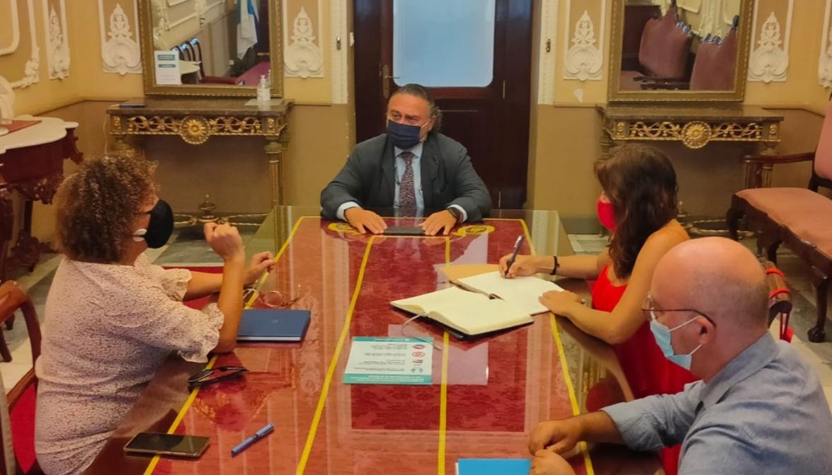 Reunión entre el Colegio de Dentistas de Cádiz y el Ayuntamiento de Cádiz